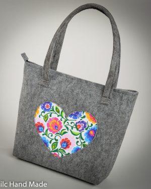 Szare torebki z sercem
